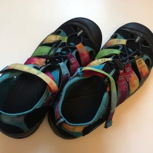 Extremely awesome Keen slipons Size 6 Rainbow 🌈